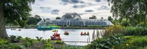 viktorianisches Glashaus in den Kew Gardens in London.